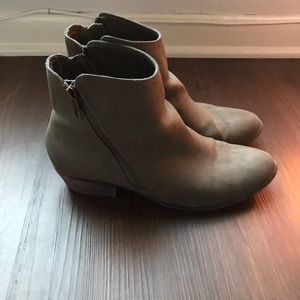 Urban Outfitters zip ankle boots